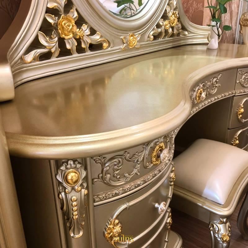 โต๊ะเครื่องแป้งหลุยส์ Gold Platinum